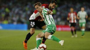 Balenziaga aprieta a Canales en el partido del domingo.