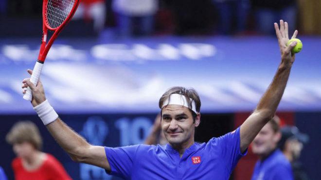 Federer celebra su victoria ante Isner en la Laver Cup.