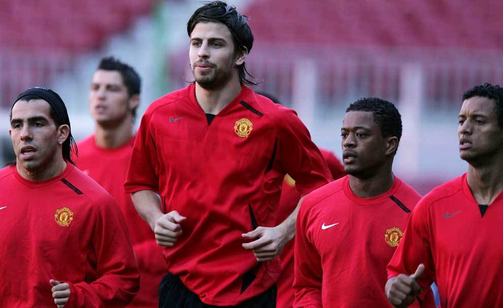 Piqué y Evra entrenando con el Manchester United en 2007