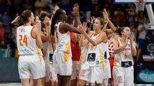 Las jugadoras de la selección celebran el triunfo sobre Puerto Rico.