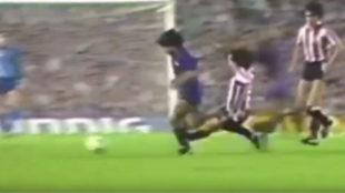 Momento de la acción de Goikoetxea sobre Maradona