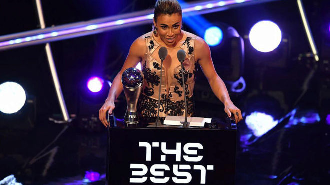 Marta recoge su premio The Best.