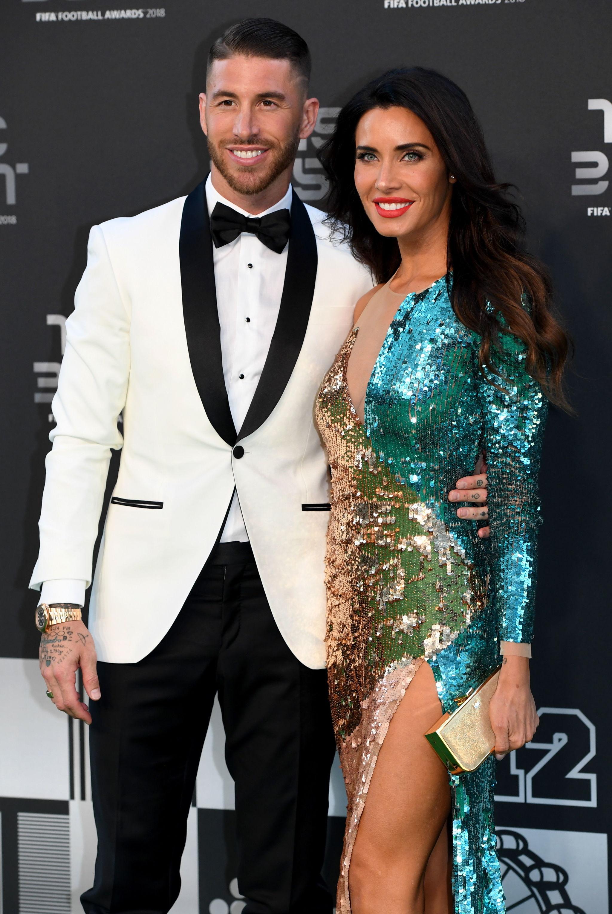Sergio Ramos y Pilar Rubio en la alfombra verde de los Premios The...