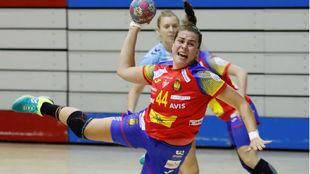 Ainhoa Hernández intenta un lanzamiento.