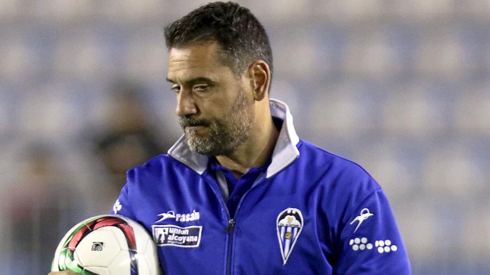 Antes del Ibiza, Palop sólo tuvo una experiencia como entrenador, en...
