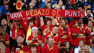 Afición española en la grada de Lille