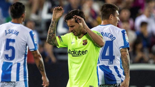 Leo Messi se lamenta durante el partido en Butarque.