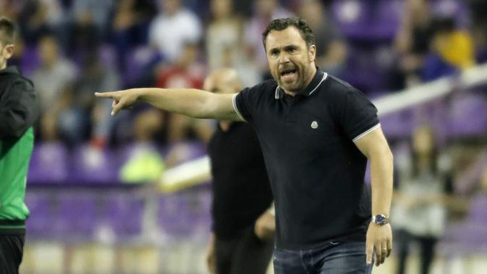 Sergio da órdenes durante el partido