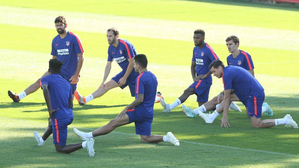 Jugadores del Atlético de Madrid, durante un entrenamiento en el...