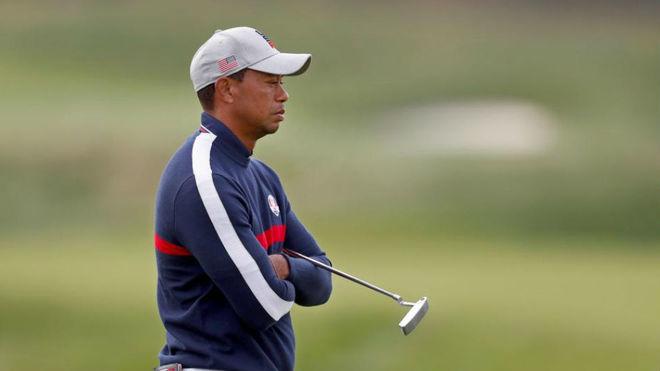 Tiger Woods, cariacontecido en la primera jornada de la Ryder Cup.