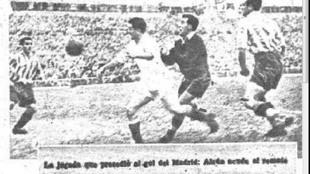 El polémico gol de Alsúa. A su espalda, Saso, portero del Atlético