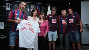 Homenaje a la Peña Eibar Kosta por el Club