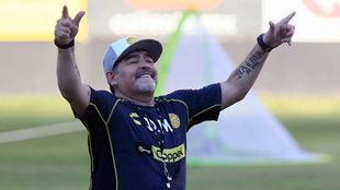 Maradona espera recuperar la sonrisa en casa.