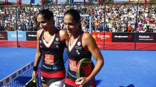 Las gemelas Alayeto, tras ganar su partido.