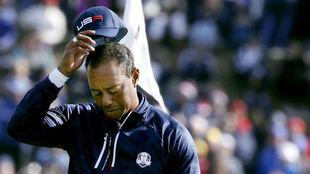 Tiger Woods, cabizbajo en la jornada del sábado.