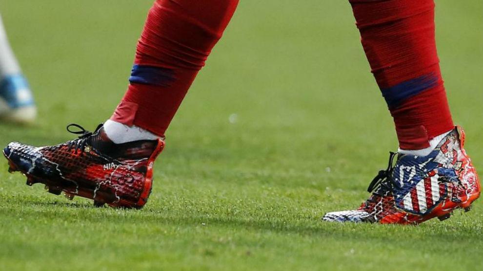 Atlético de Madrid  Las pintorescas botas que estrenó Griezmann en ... af29b3d6a1c00