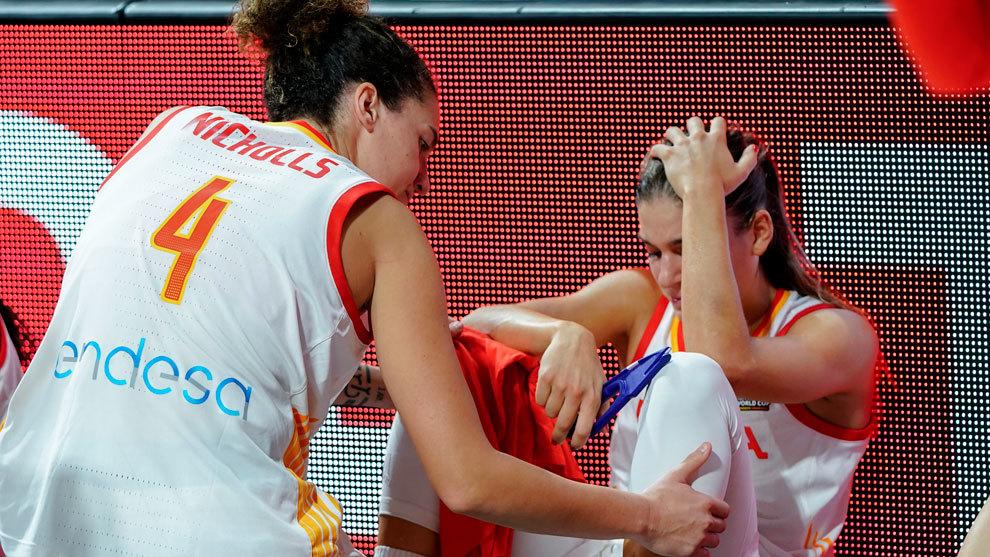 Nicholls intenta consolar a Marta Xargay