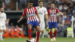 Rodrigo durante el partido en el Santiago Bernabéu