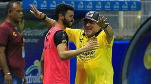 Maradona vuelve a sonreír.