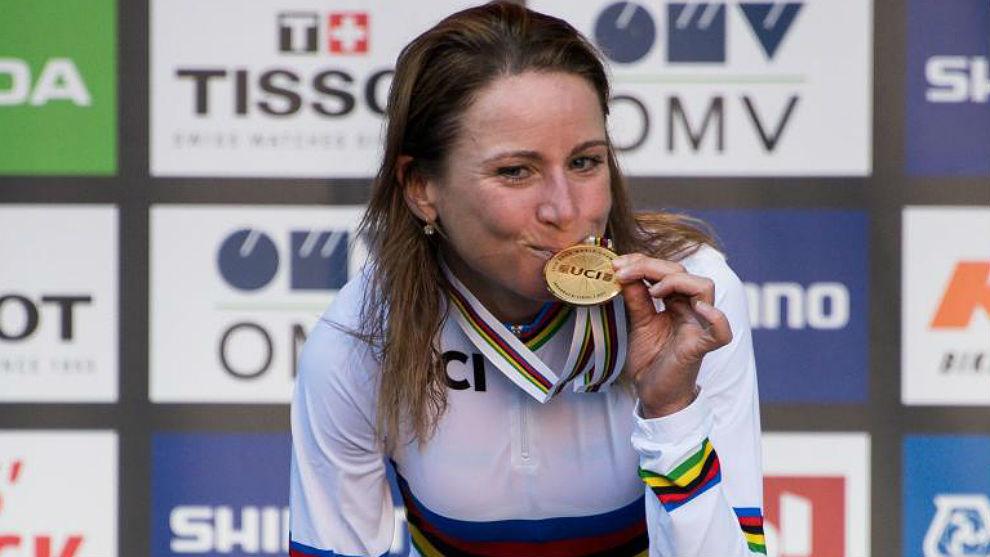 Annemiek Van Vleuten, el martes con su medalla de oro contrarreloj.