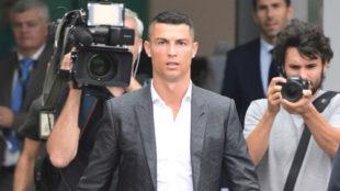 Cristiano Ronaldo a su llegada al centro médico de la Juventus antes...