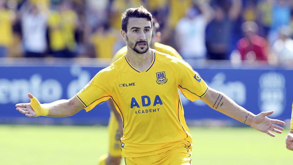 Juan Muñoz celebra el segundo gol del Alcorcón al Oviedo