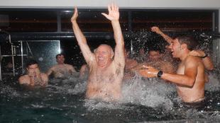 Javier Mínguez, al final también fue 'empujado' al agua