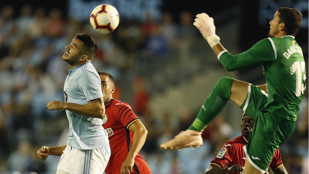 Maxi marca el 1-0 ante la mala salida de David Soria.