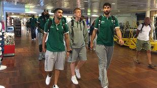 Los jugadores de Unicaja en el aeropuerto