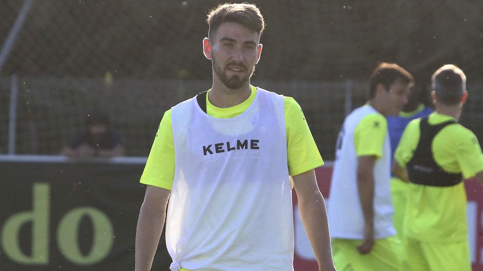 Moi Gómez durante un entrenamiento con el Huesca.