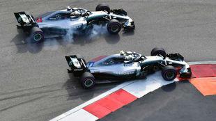 Bottas y Hamilton, en Sochi.