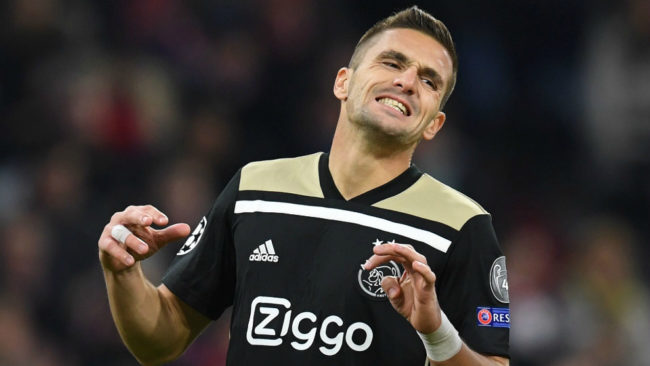Tadic se lamenta durante una acción del partido