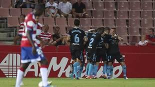 Los jugadores del Lugo celebran el empate en Los Cármenes