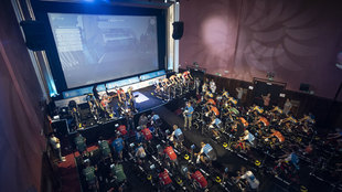 Los cines Callao, repletos de ciclistas por la inclusión.
