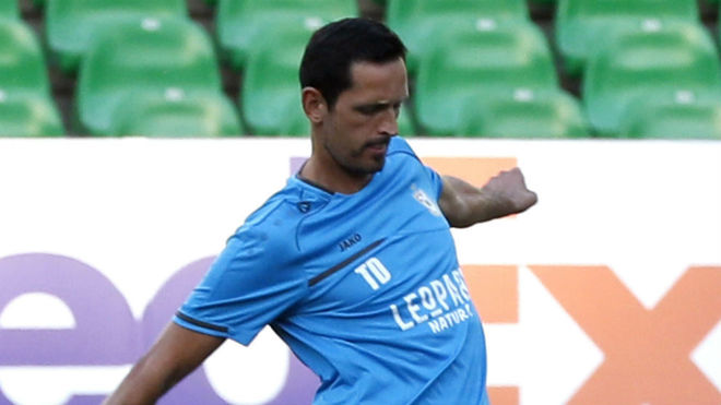 Dino Toppmoller, en el entrenamiento en el Villamarín.