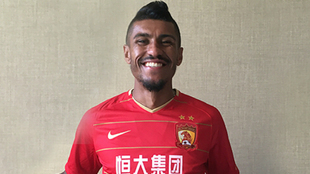 Paulinho, con la camiseta del Guangzhou Evergrande.