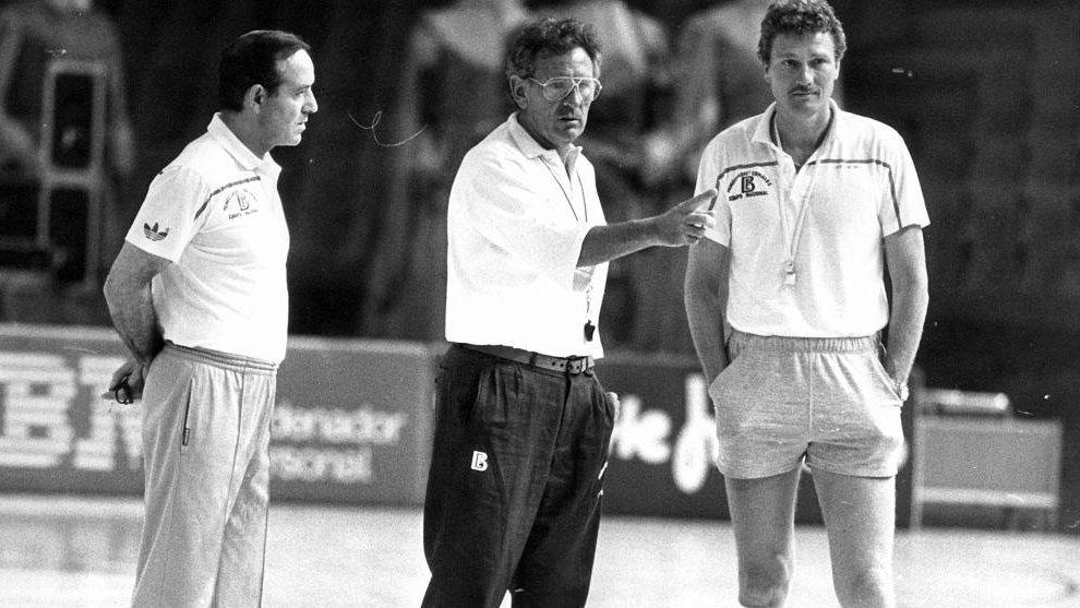 Lluis Cortés, junto a Díaz Miguel y Wayne Brabender durante un...