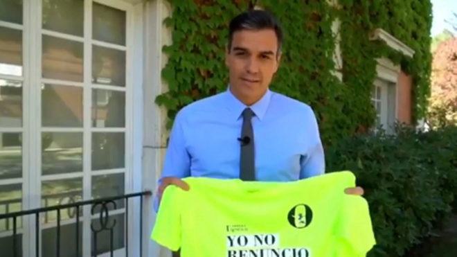 Pedro Sánchez, con la camiseta de la carrera 'Yo no renuncio'