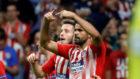 Costa pide el cambio al darse cuenta de que se había lesionado.