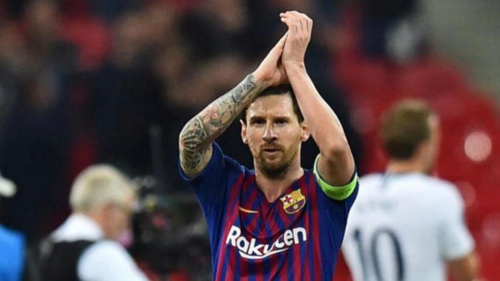Messi aplaude a la afición del Barça tras el 2-4 ante el Tottenham...