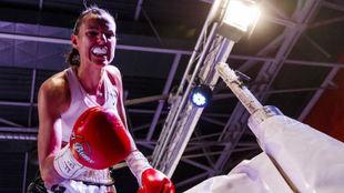 Joana Pastrana celebra su gran triunfo frente a Siriponr Taweesuk.