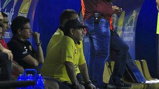 Diego observa un partido de Dorados.