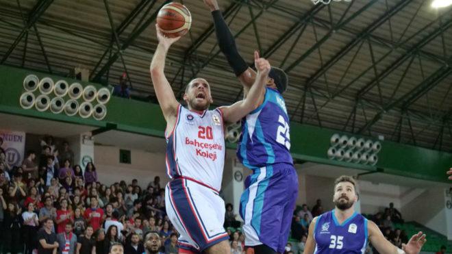 Quino Colom en su debut con el Bahcesehir en la Super Ligi de Turquía