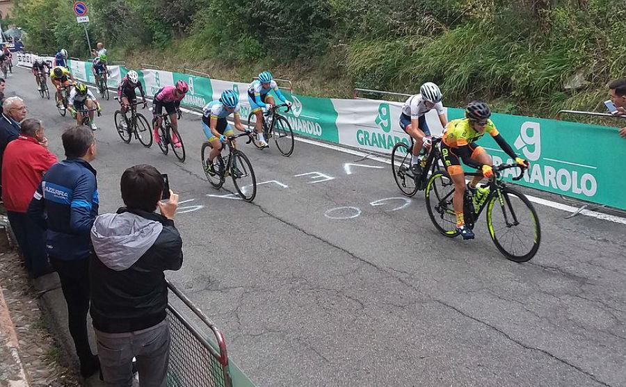 Ane Santesteban tira de un grupo en la subida a San Luca.