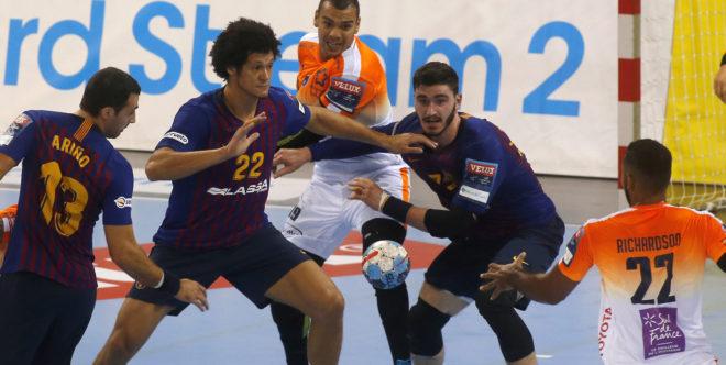 Ariño, Thiagus Petrus y Fabregas, en una acción defensiva del...