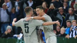 Cristiano Ronaldo celebra el 0-2 con Pjanic y Matuidi