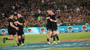 Los jugadores neozelandees celebran su triunfo