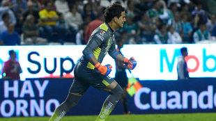 Sosas corre a celebrar el primer gol del Morelia.