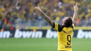 Paco Alcácer celebra el gol de la victoria ante el Augsburgo.