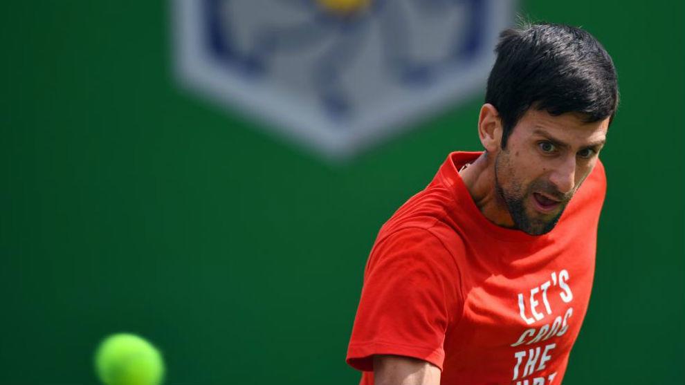 Djokovic pega de revés en un entrenamiento